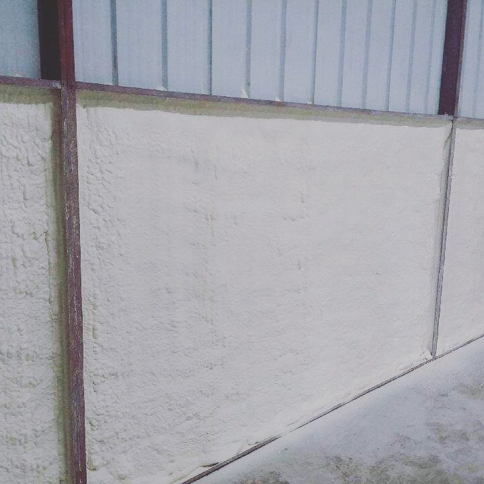 Insulating a Metal Building With Closed Cell Spray Foam 2